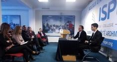 Albin Kurti mban ligjëratë me studentët e Kolegjit ISPE